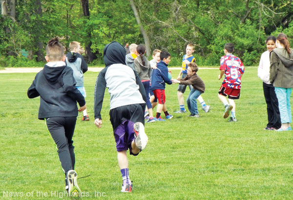 Photo by Jason Kaplan About a month ago, Cornwall Middle School initiated recess time during each of the lunch periods. Students can run around, play ball, or socialize with friends.